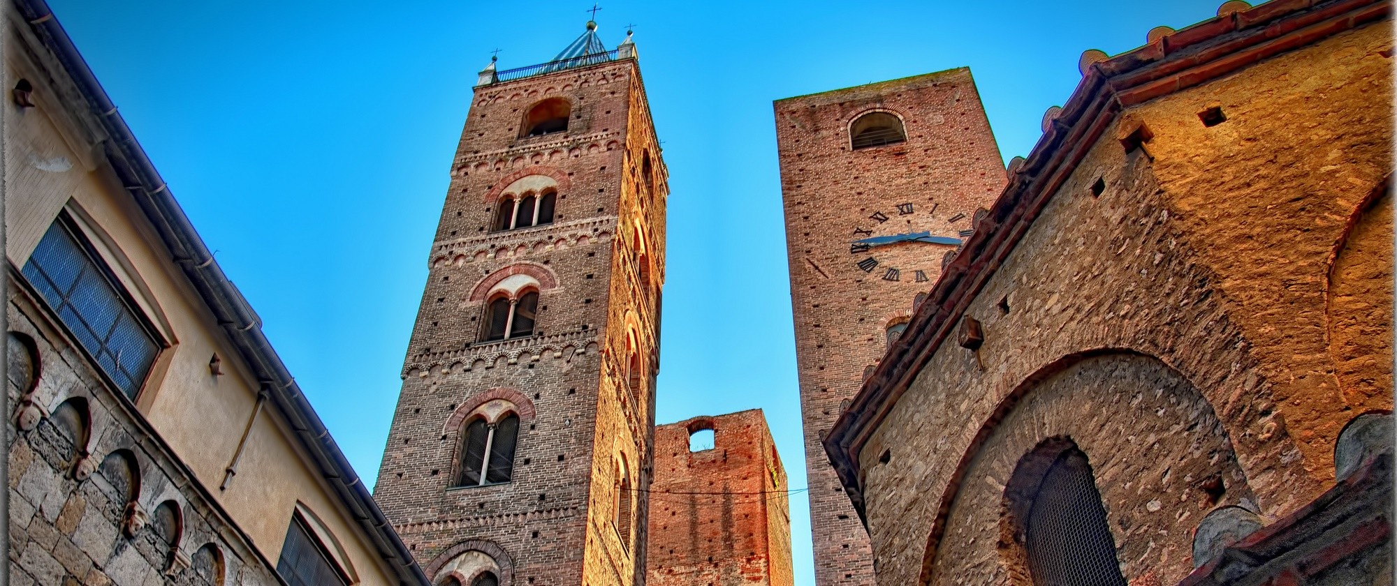 A visit to the medieval historical center of Albenga