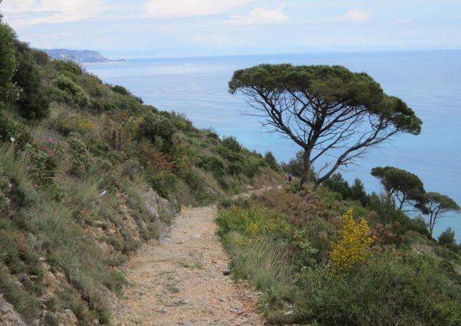 Der Piccaro, Meer und Berge auf einem Ringwanderung