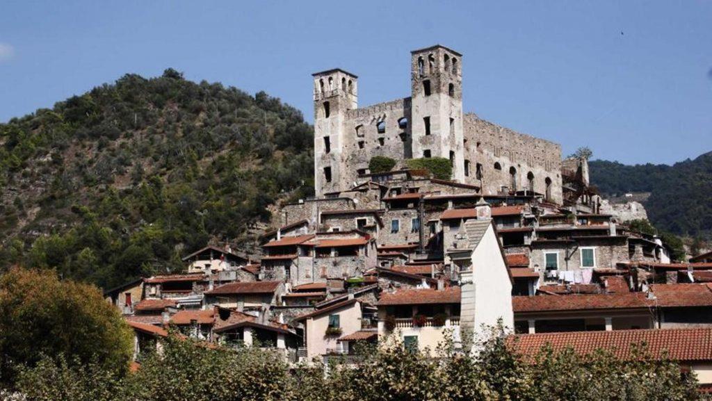 castle-of-doòceacqua-in-liguria